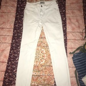 White Abercrombie and Fitch low rise super skinny